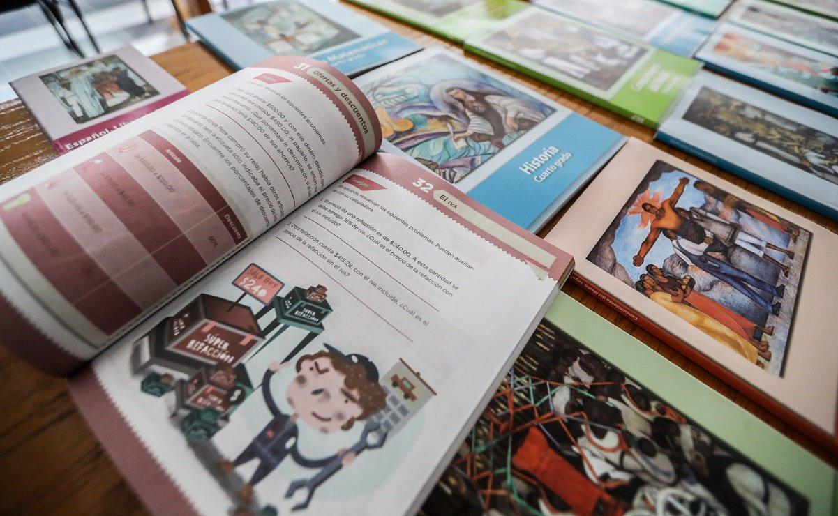 Esteban Moctezuma, dijo que la mejor opción para que los alumnos tengan sus libros de texto gratuitos es que los padres acudan por ellos a las escuelas.