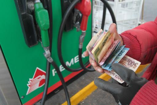Planean-subir-impuesto-a-la-gasolina-para-2021