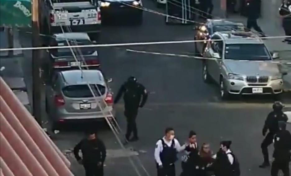 VIDEO Captan a policías disparando al aire en el EDOMEX