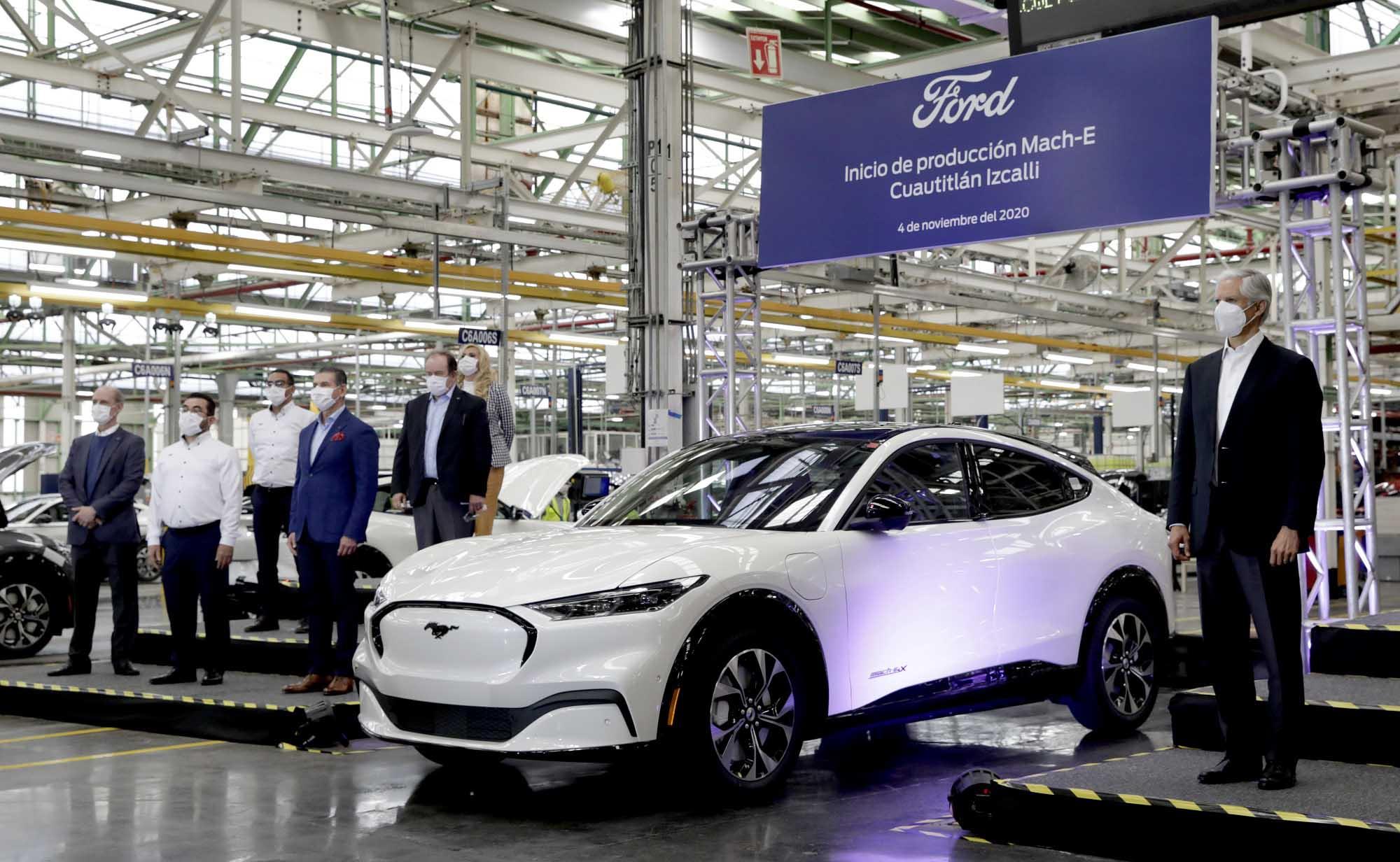 Alfredo del Mazo presenta el primer auto eléctrico fabricado en México