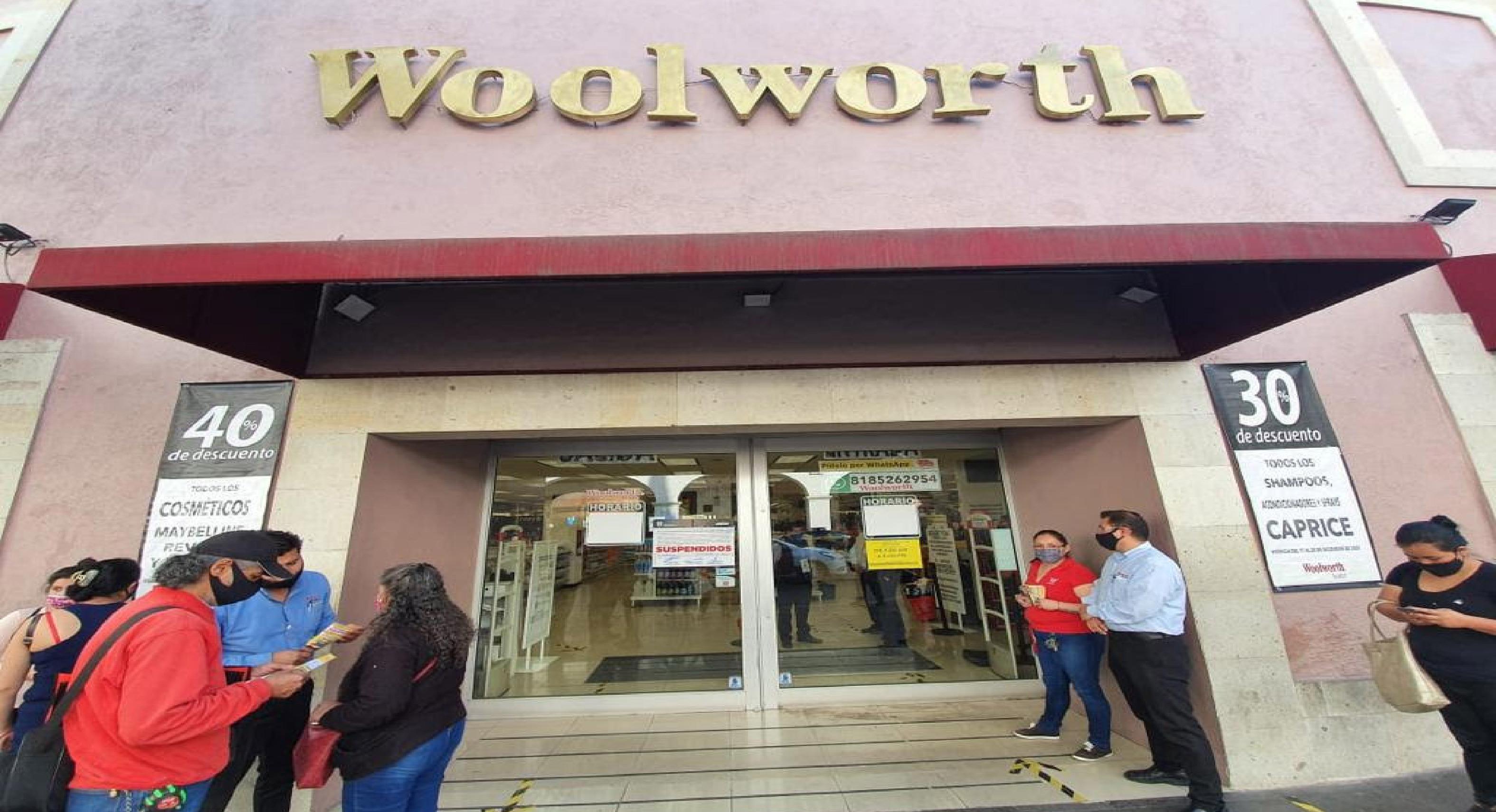 Tiendas departamentales y negocios no esenciales son suspendidos
