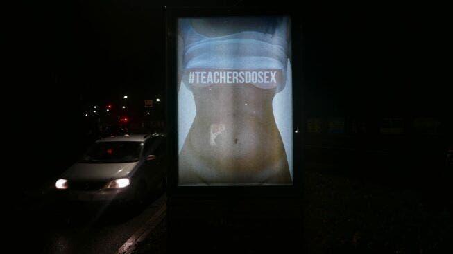 internacional-defienden-a-maestra-que-fue-despedida-por-fotos-intimas