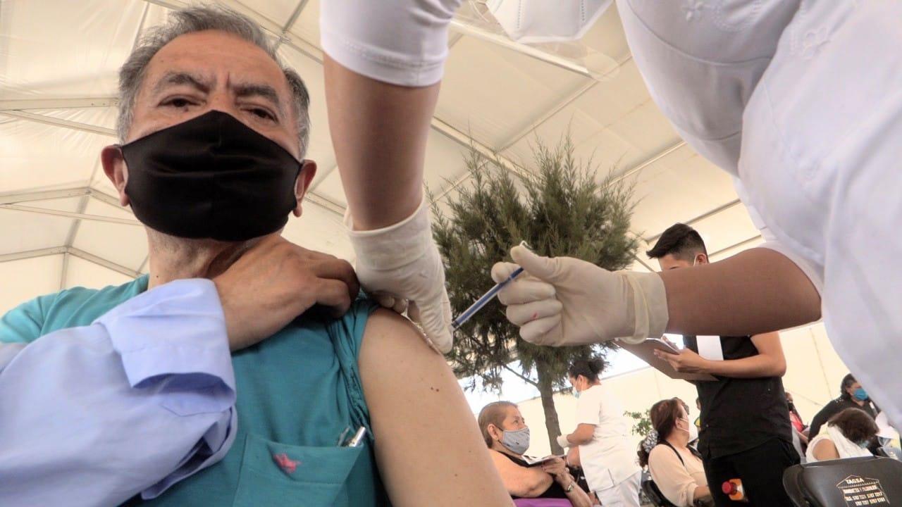 Al cumplirse el octavo día de vacunación en Ecatepec, Estado de México, 120 mil 701 personas adultas mayores han recibido la primera dosis de la vacuna contra el COVID-19.