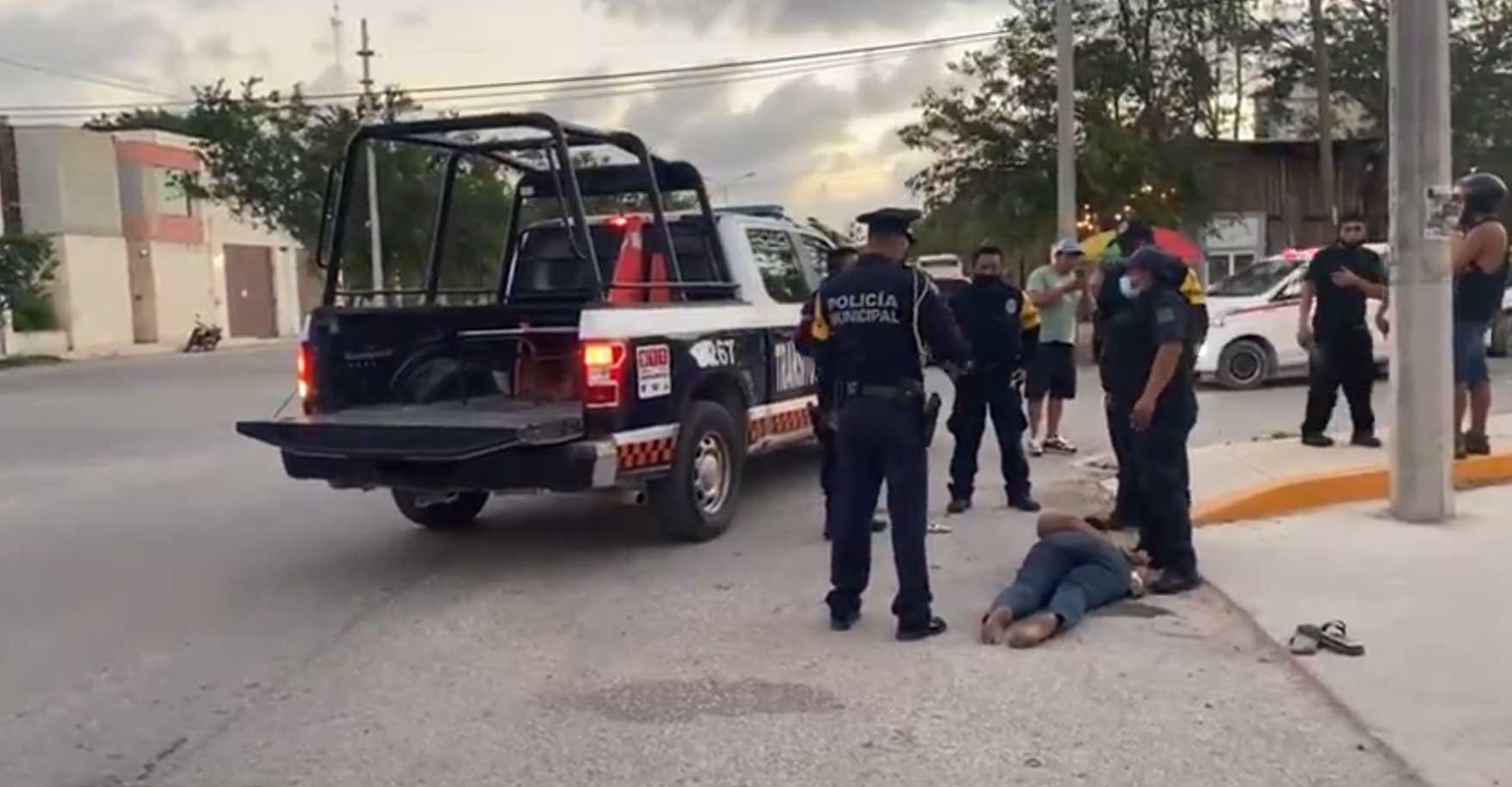 La tarde del 27 de marzo, policías municipales de Tulum provocaron la muerte de una mujer, tras someterla contra el piso