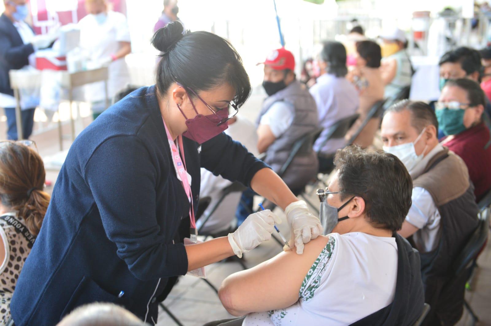 El gobernador del Estado de México, Alfredo Del Mazo Maza, informó que en los próximos días llegarán al estado más de un millón de vacunas contra COVID-19