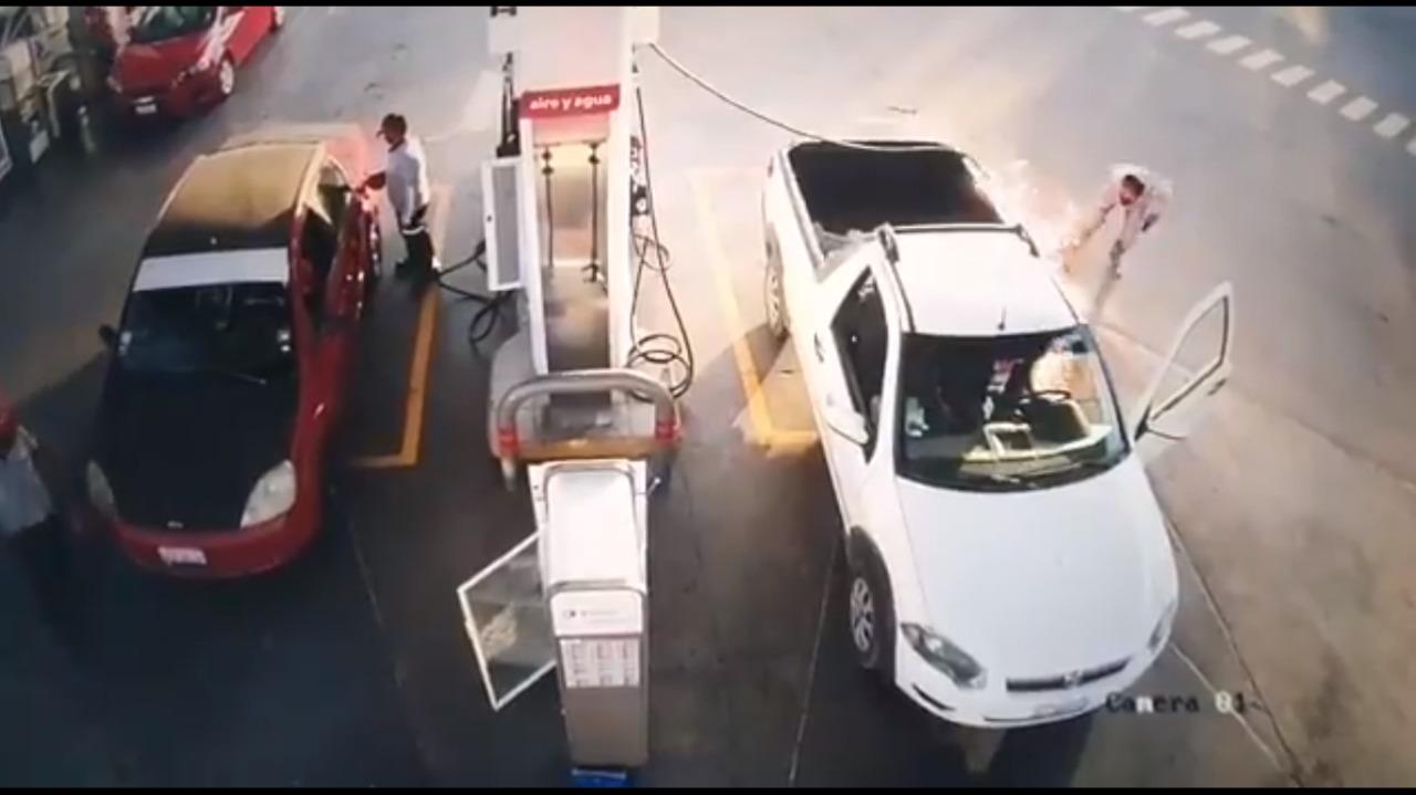 Camioneta se incendia por usar el Celular