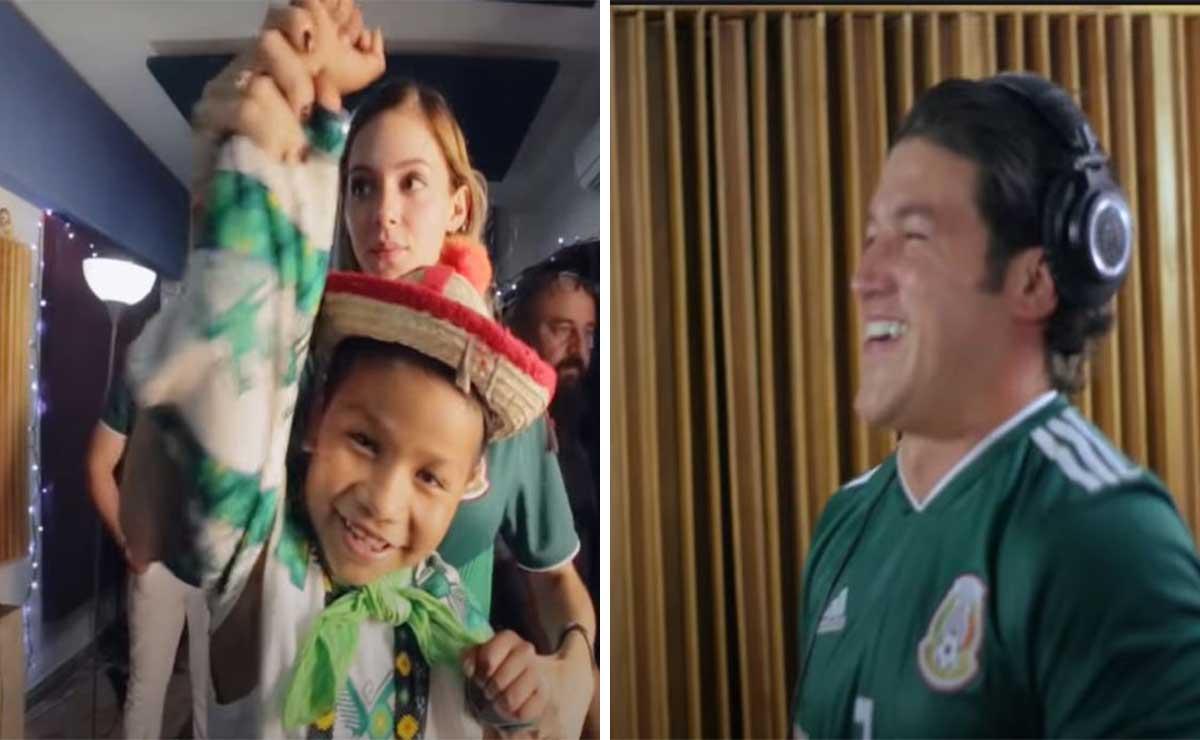Samuel García y niño moviemiento naranaja cantando juntos