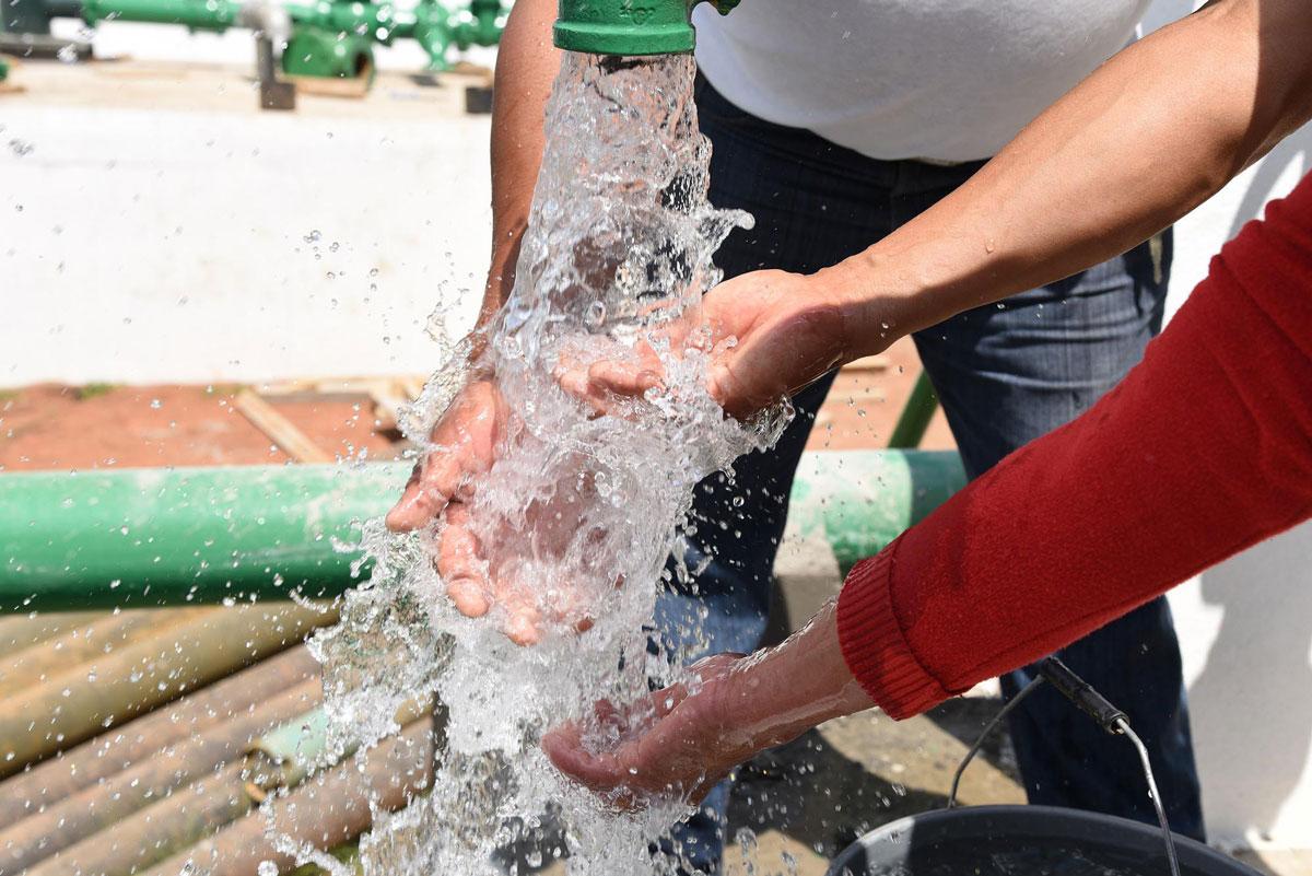 Es una tradición tirar agua el sábado de gloria