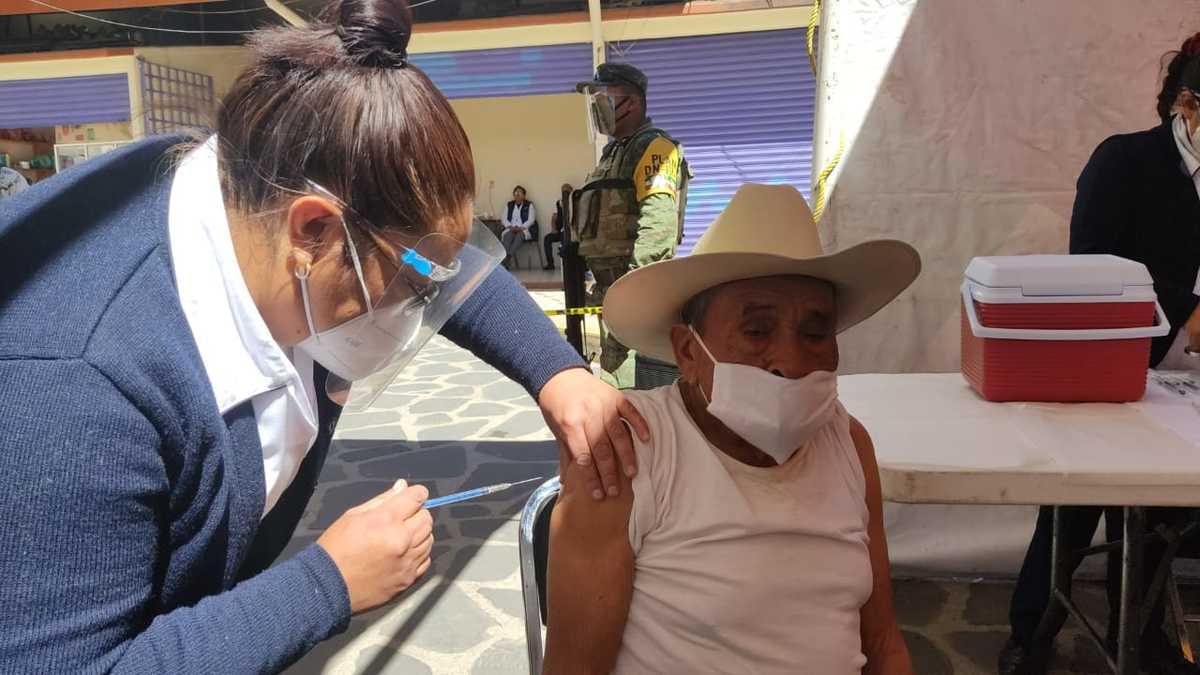 Durante el fin de semana los Alcaldes de diferentes municipios del Edomex dieron a conocer las fechas y sedes de la jornada de vacunación COVID-19 para los adultos mayores en la entidad mexiquense.