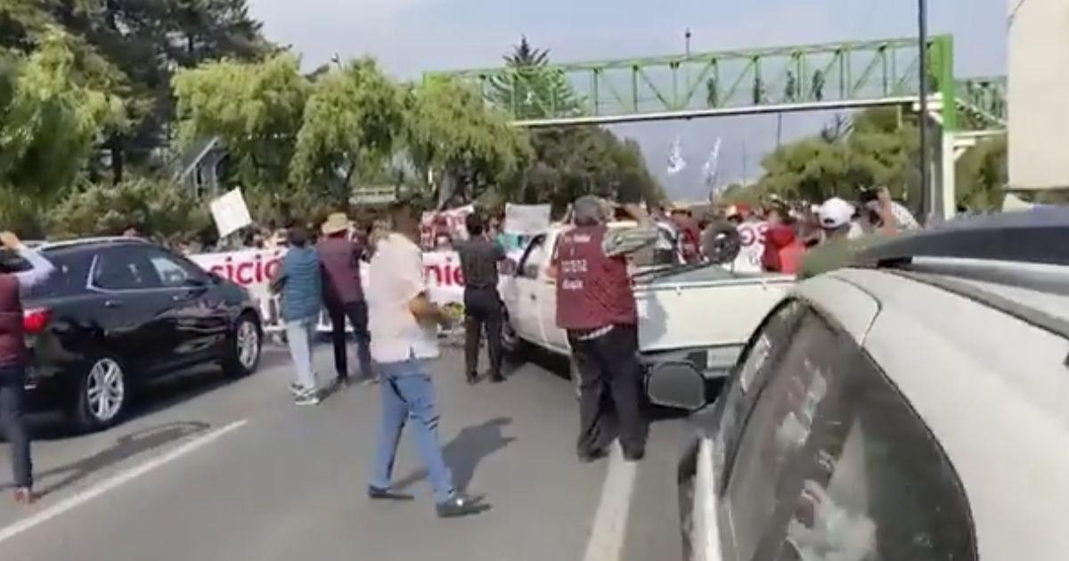Manifestación a las afueras IEEM genera caos víal en paseo tollocan